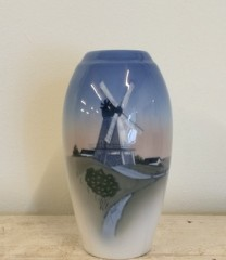Bing og Grøndahl vase, Mølle motiv